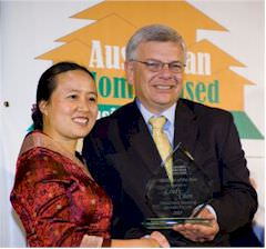 Lindy Chen receiving the Australian Home Based Business Award from Joe Helper, Victorian Minister for Small Business.